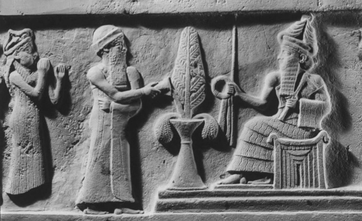 Мардук держит в правой руке «кольцо времени», напротив него Ану прикасается к дереву свитком [таблицей судеб] в попытке инициировать свою власть над жизнью и смертью.